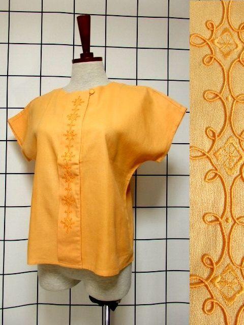 画像1: 刺繍装飾 内ボタンデザイン  レトロ 国産古着 半袖 シャツ ヴィンテージブラウス【6485】 (1)