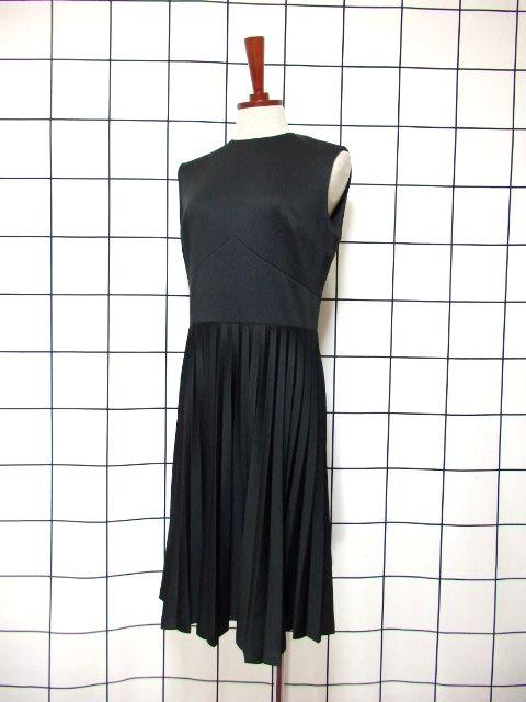 画像1: ヨーロッパ古着 素晴らしいプリーツ切り替えしデザイン★ シンプルながらもセンス抜群のヴィンテージドレス Black (1)